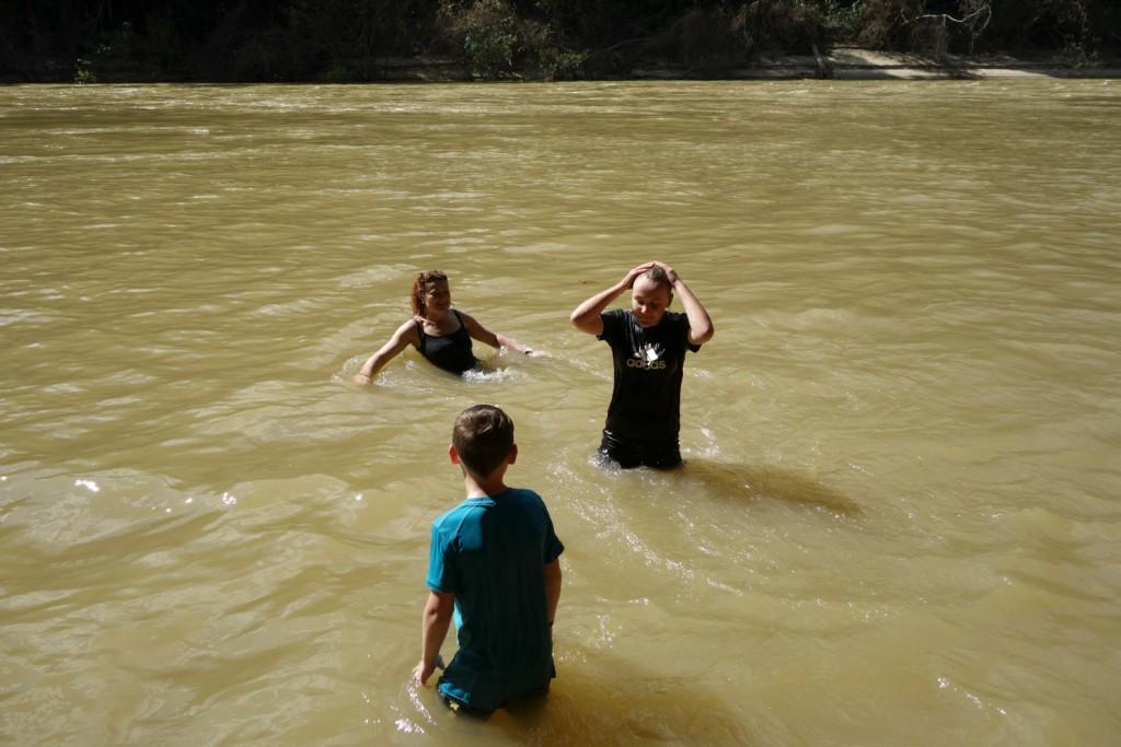Badning i floden