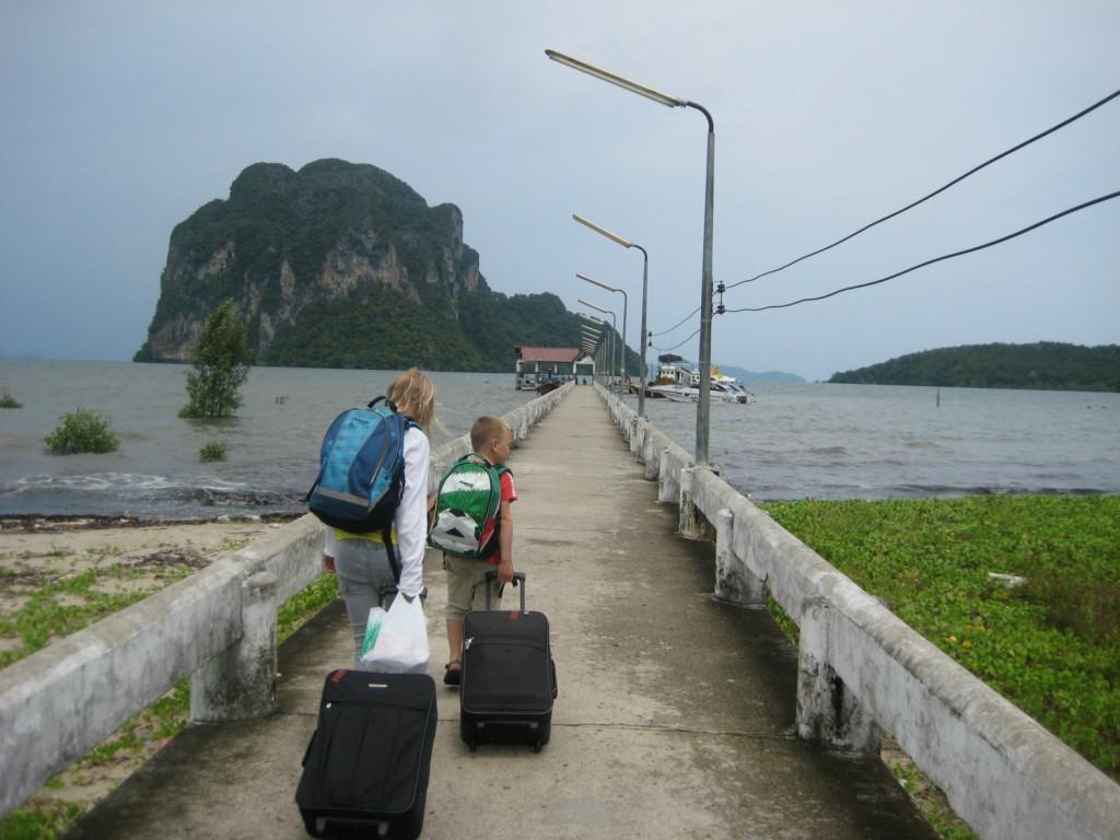 Molen Pakmeng Port