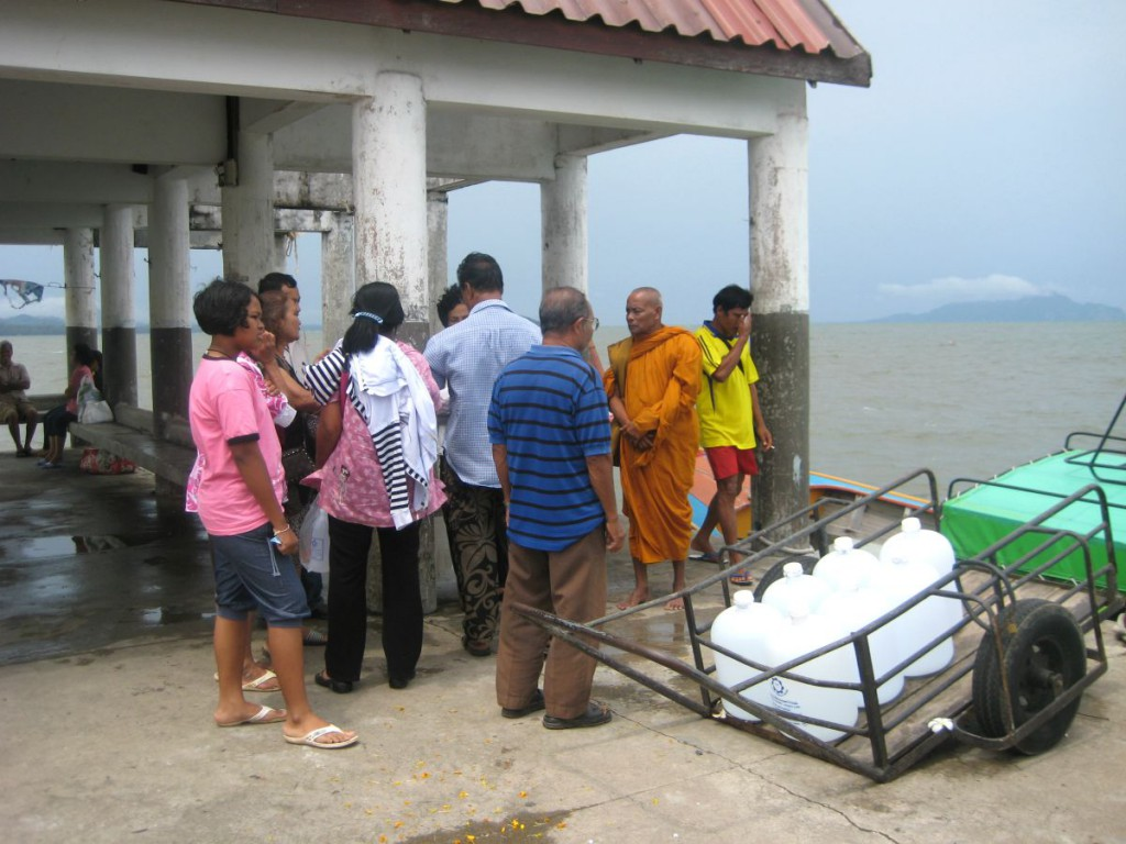 Familien venter på de kan tage til havs og afholde begravelsesceremonien på havet