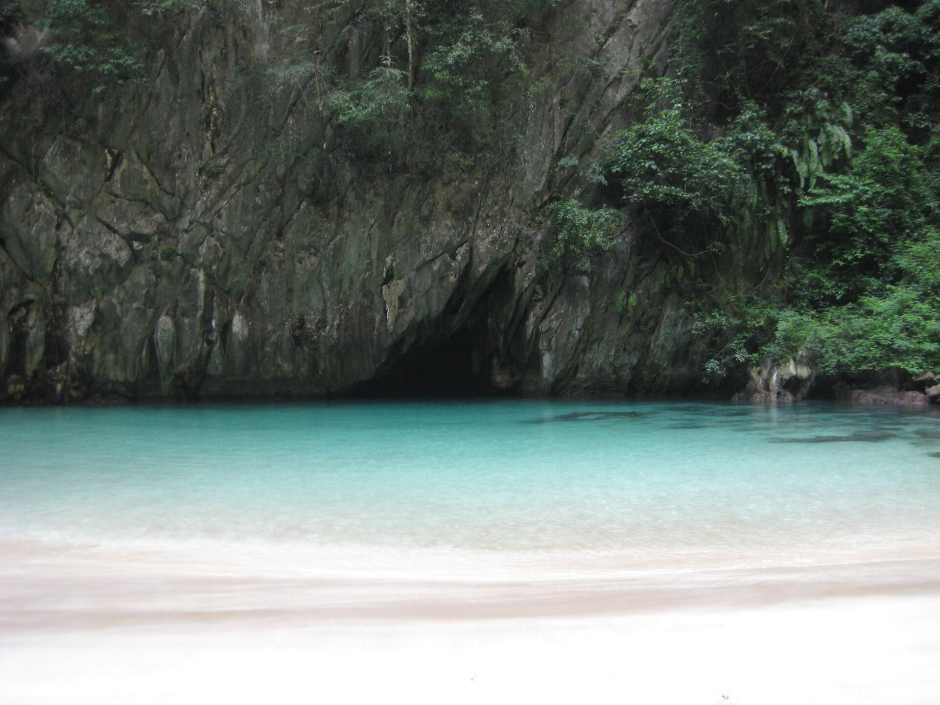 Den skjulte skat Morakot grotten på øen Koh Mook
