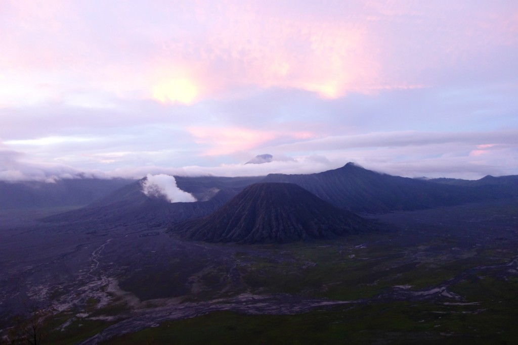 Mount Bromo solopgang i regntiden