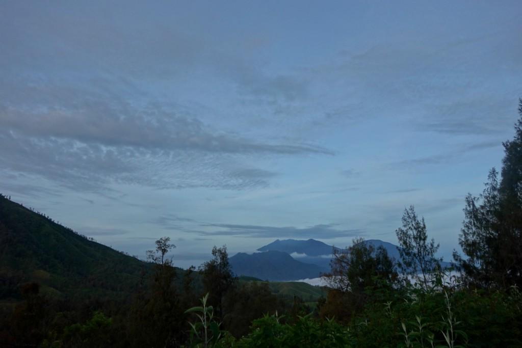 Tusmørke inden solopgang ved Mount Ijen
