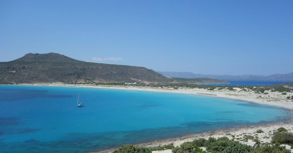 Enligt skib ved Simos Beach på Elafonisos