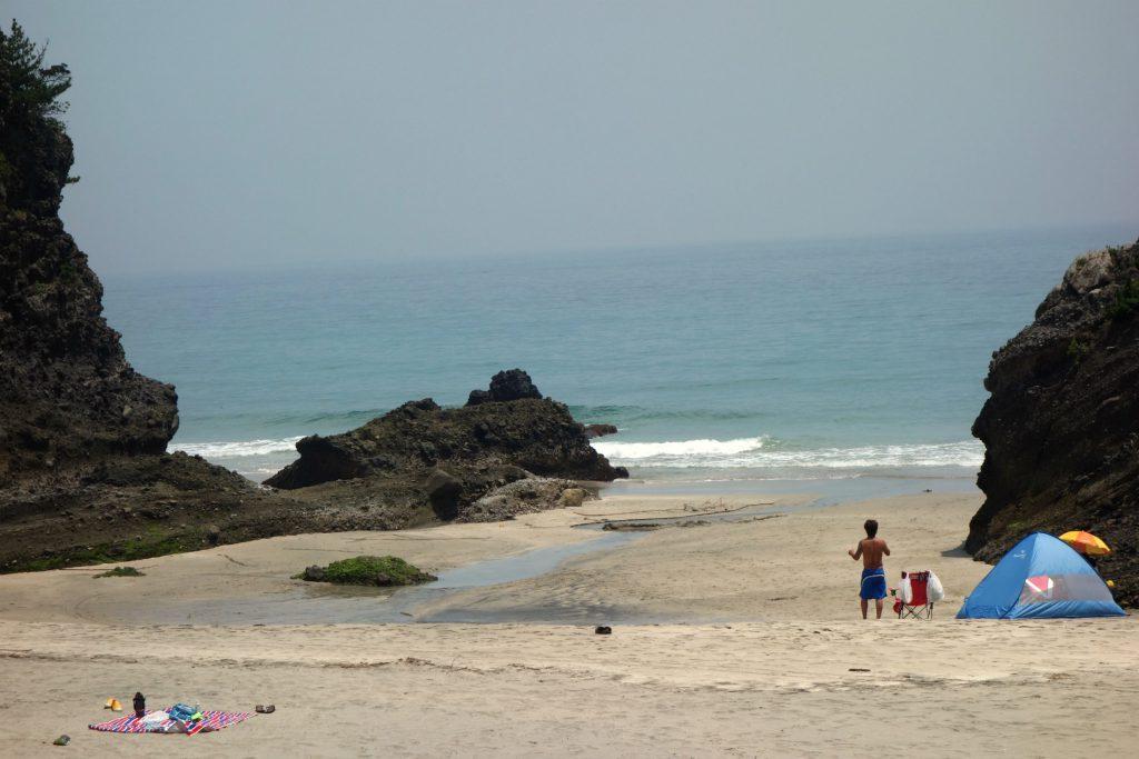 Klipper ved Kisami Ohama Beach