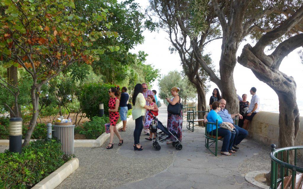 Familie udflugt i Lower Barracca Gardens