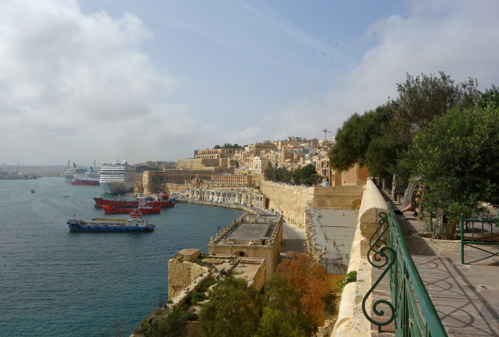 Grand Harbour view fra Lower Barracca Gardens