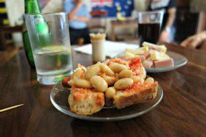 Lokale snacks hos TIK.S snack bar i Valletta