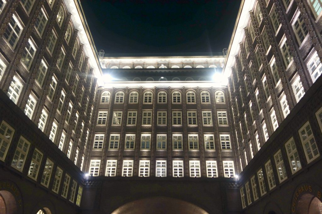 Indergården i Chilehaus by night