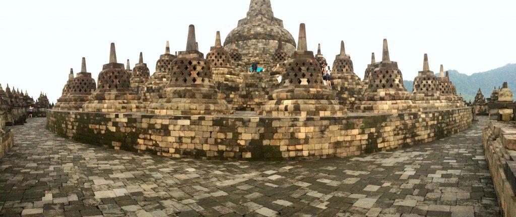 Borobudur Temple er virkelig smukt og symmetrisk