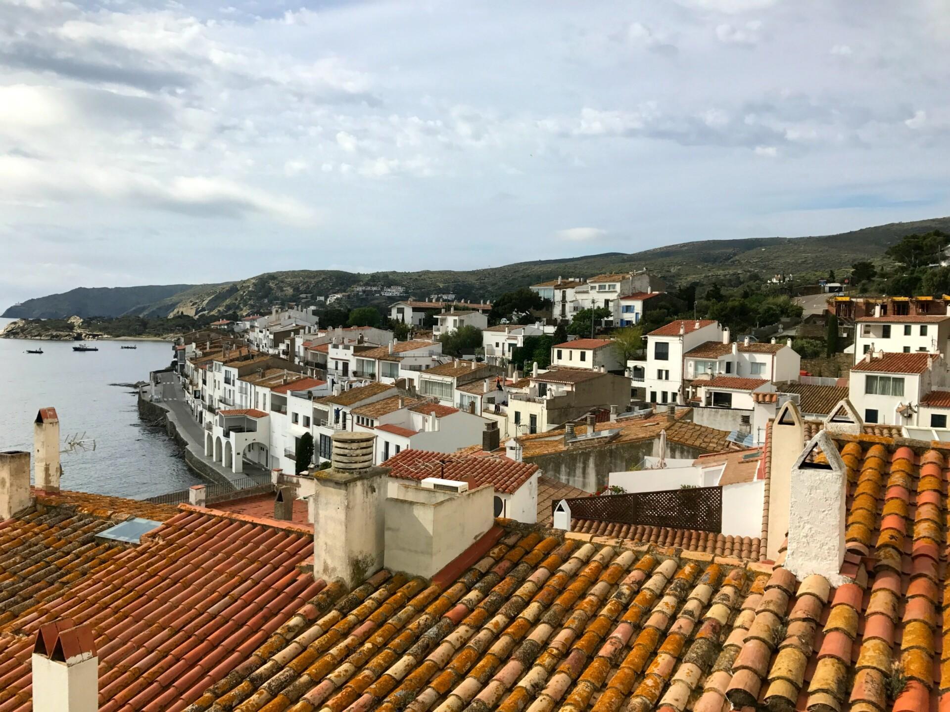 Besøg den charmerende hvide by Cadaqués langs Costa Brava kysten