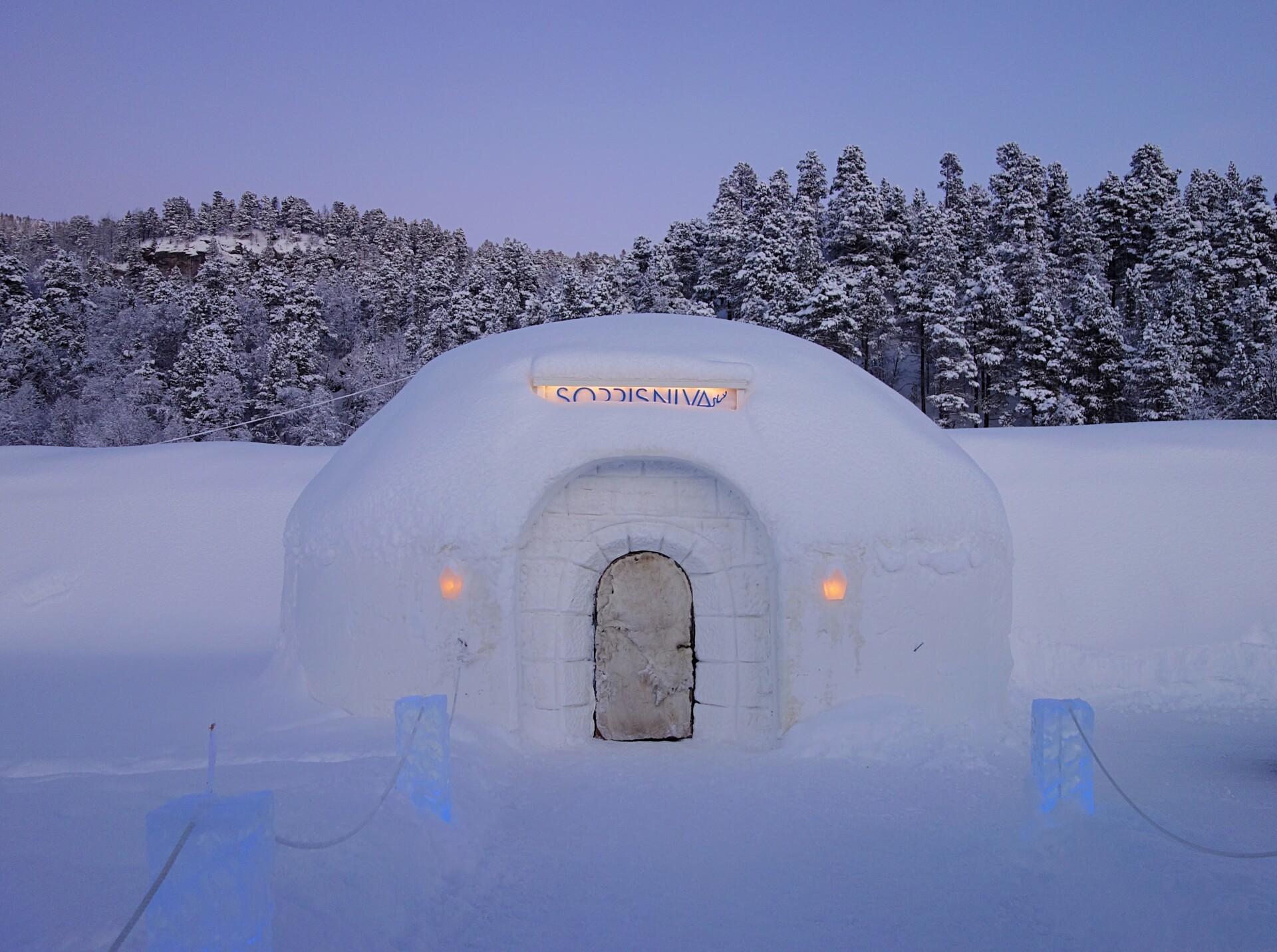 Til bryllup på Sorrisniva ishotel i Nord-Norge