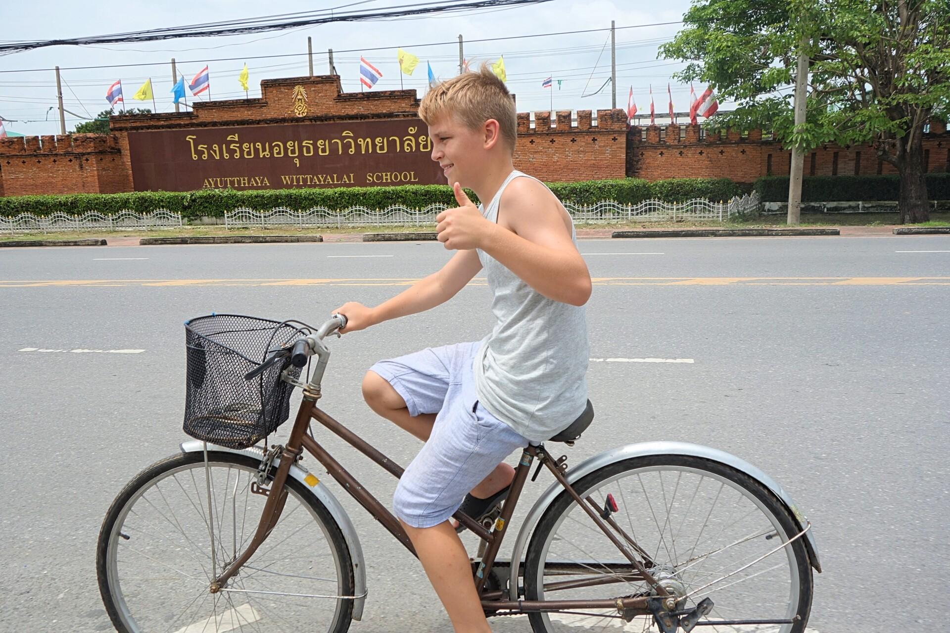 Tag cyklen rundt i kongebyen Ayutthaya i Thailand