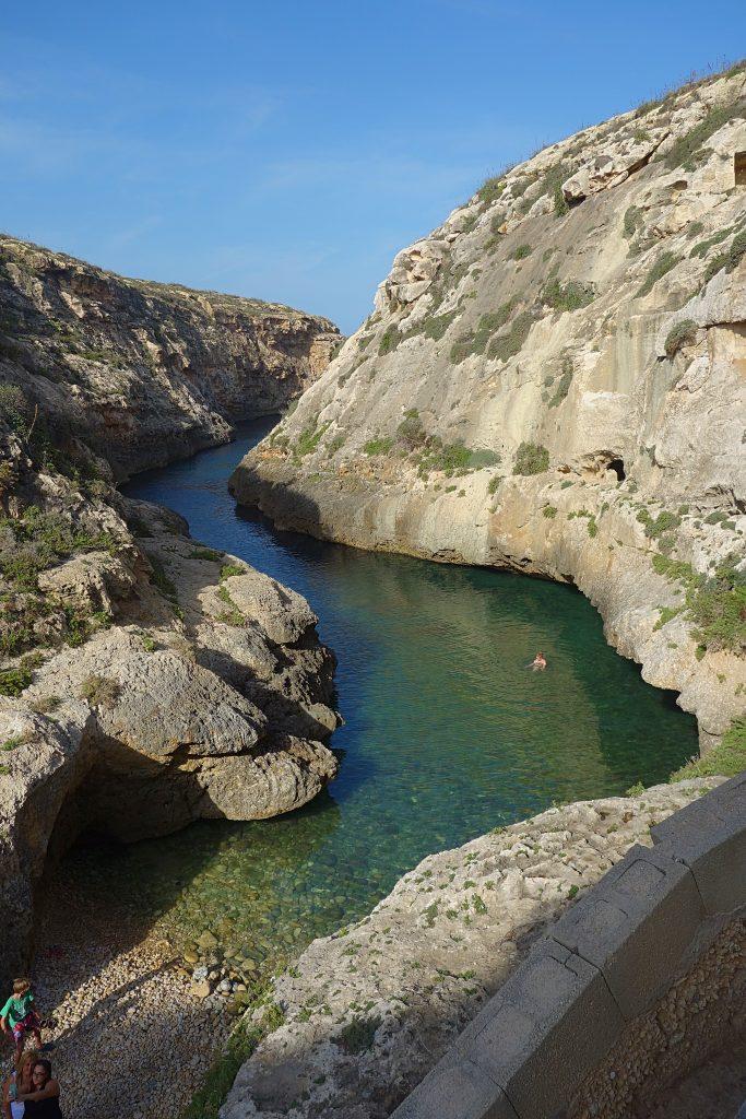 Svømmetur i kløften Wied il-Ghasri