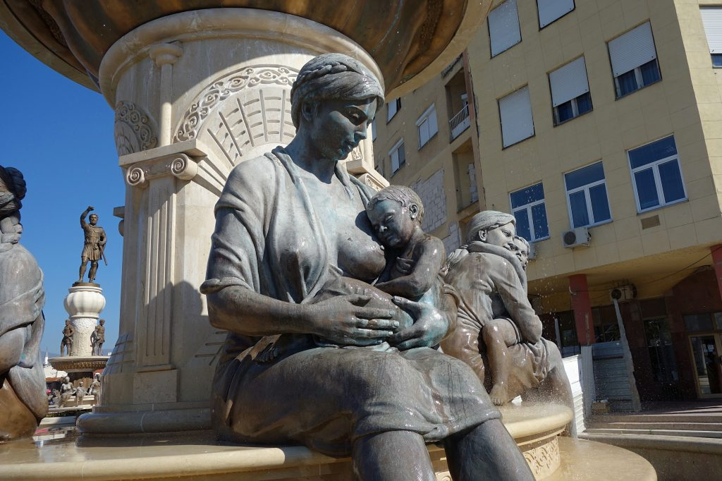 Den ammende kvinde og fontainen