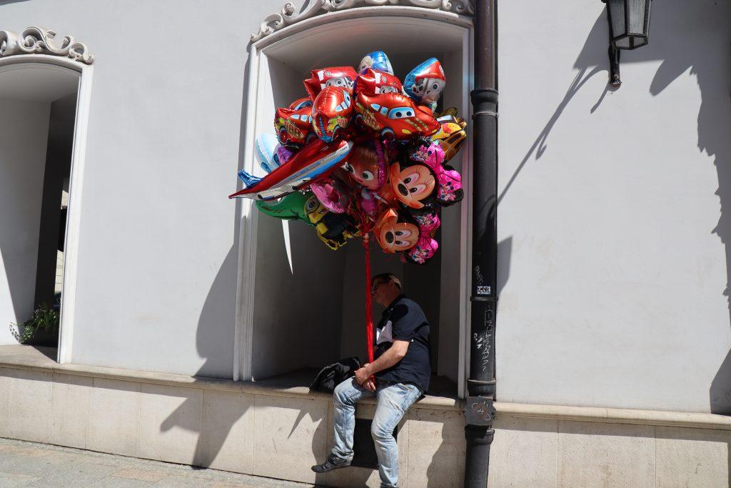 Ballonmanden på gågaden Grodzka