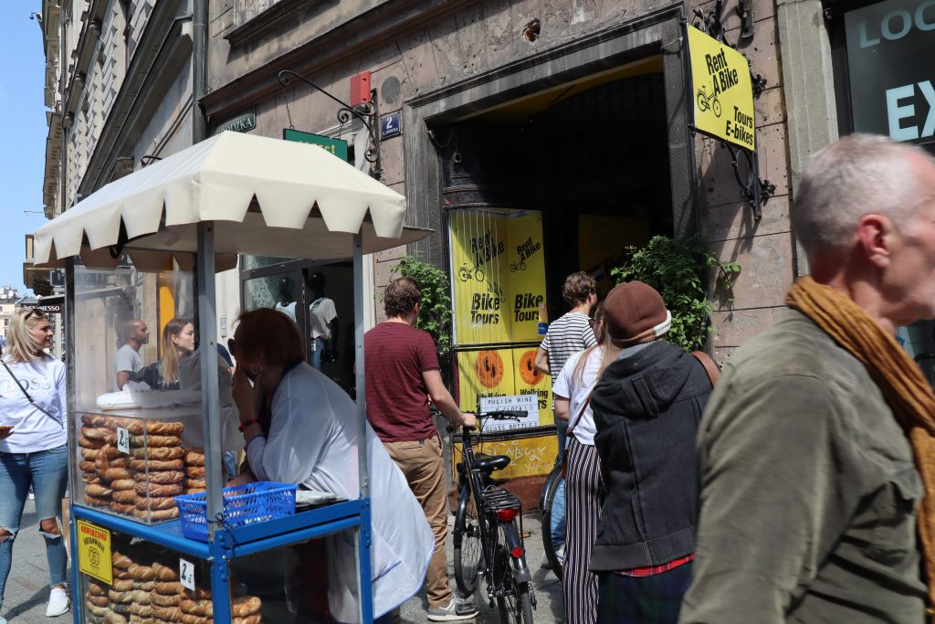 Gadehandlende og cykeludlejning