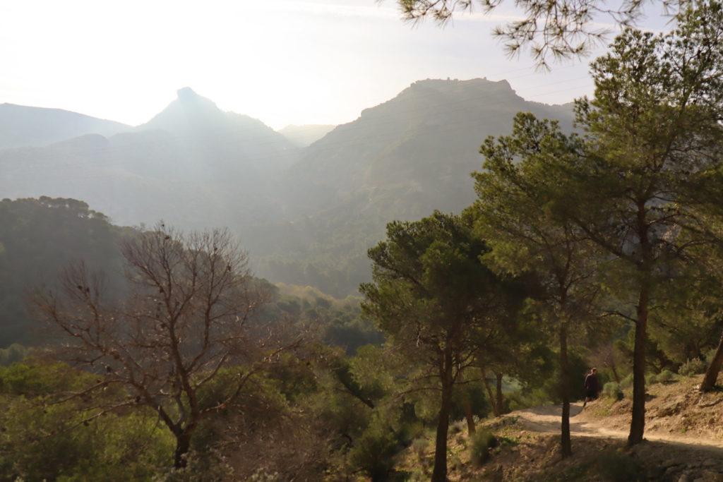 Gaitanejo stien med flotte bjerge